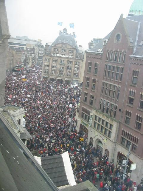 Indymedia nl nederland powell in maastricht 30 nov for Demonstratie amsterdam