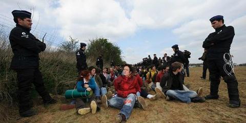 vele arrestanten bewaakt